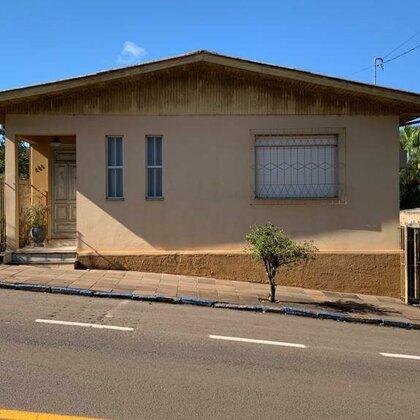 Vende-se casa no Centro de Marau