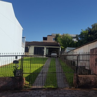 Casa com excelente pátio no centro de Marau