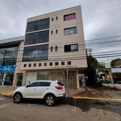 Aluga-se apartamento com 02 quartos no centro de Marau