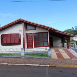 Casa com 3 dormitórios próximo ao centro em Marau