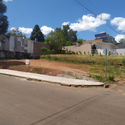 Terreno de esquina próximo a APAE