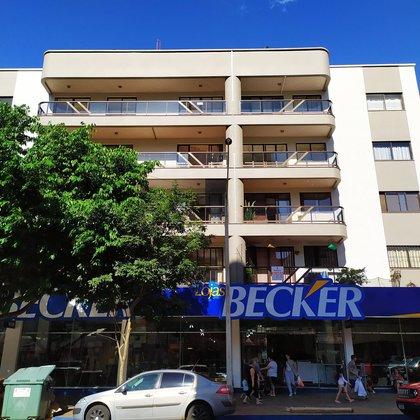 Aluga-se apartamento de 03 dormitórios no Centro de Marau